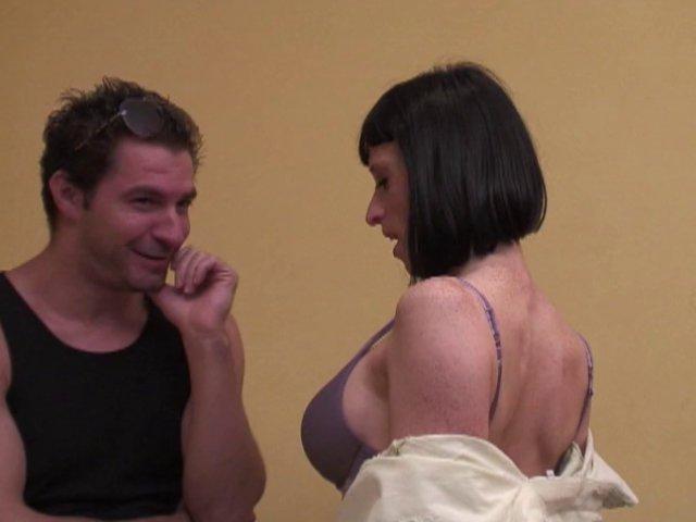Une amatrice de sexe exhibitionniste