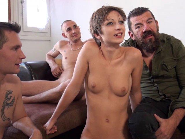 Cette femme mûre française salope offre son corps