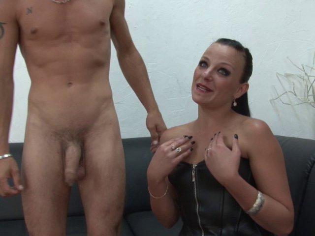 Couple amateur nique dans un sex-shop