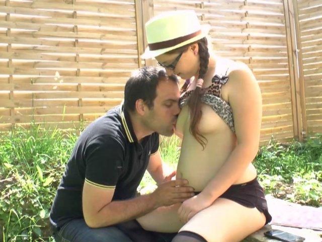 Femme salope fofolle offre son cul à baiser