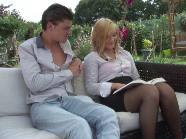 Baise bestiale d'une jolie blonde française !